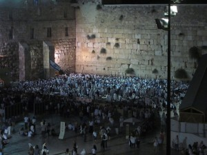 Thousands celebrated Yom Kippur at the Western Wall.